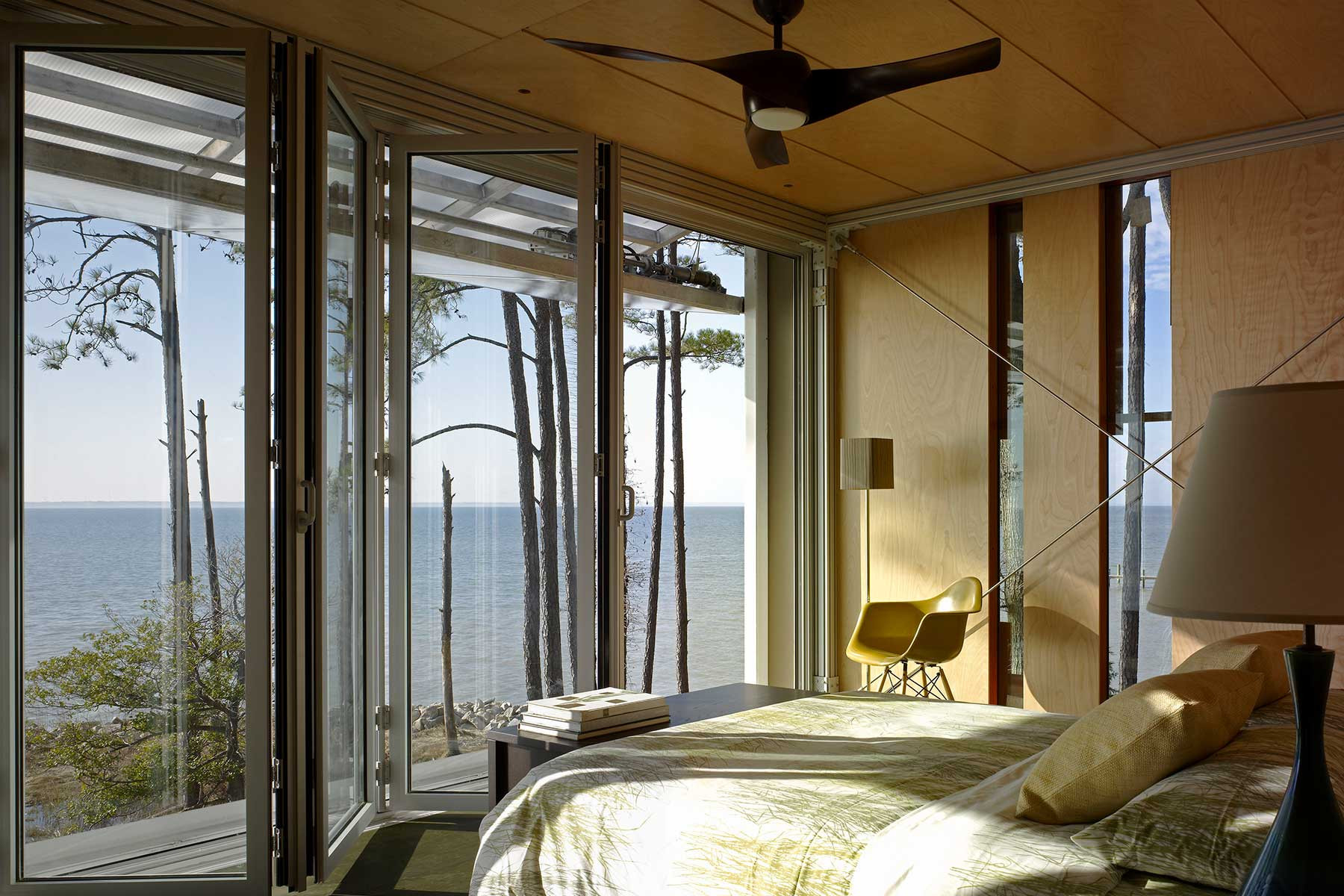 08-lob-guestbed