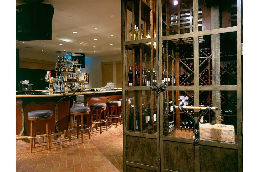 1-Bar-and-Wine-Storage