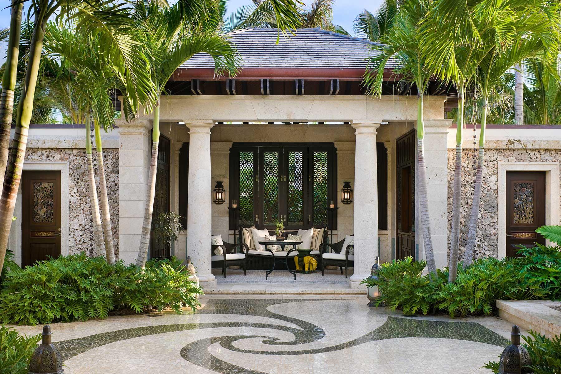 10-ph-courtyard