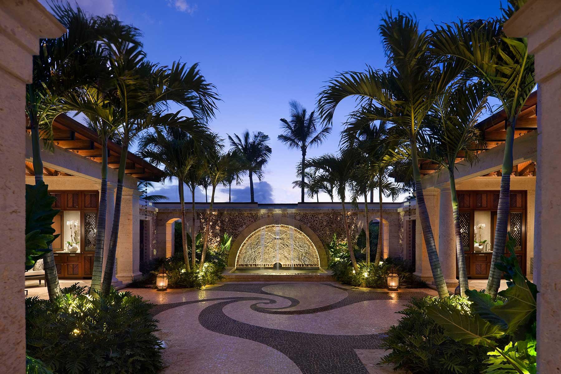 12-ph-courtyard