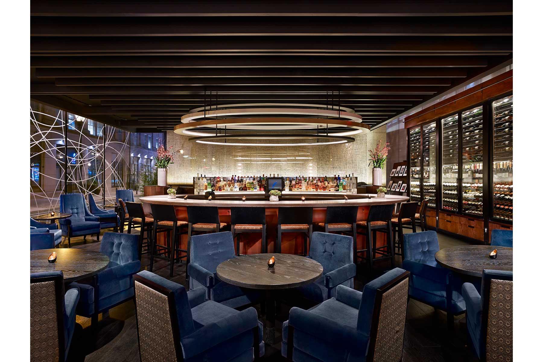 8-Bar-Lounge